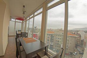 Ресторант под покрива с панорамен изглед към София и Витоша планина.